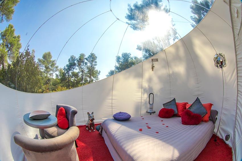 attrap 39 r ves dormir dans une bulle allauch pr s de marseille hotels. Black Bedroom Furniture Sets. Home Design Ideas