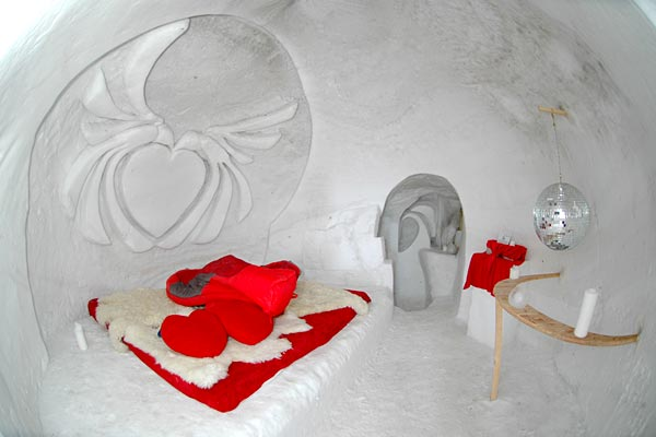 iglu dorf dormir dans un igloo en suisse hotels. Black Bedroom Furniture Sets. Home Design Ideas