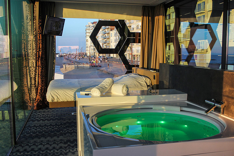 tender2 by royal botania nuit insolite sur la plage de knokke hotels. Black Bedroom Furniture Sets. Home Design Ideas