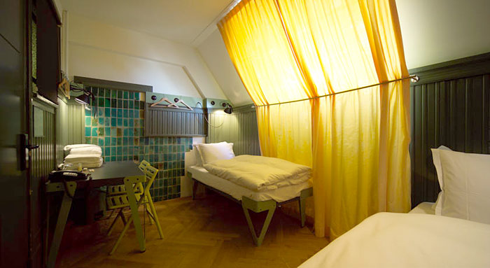 lloyd hotel cultural embassy nuit insolite amsterdam. Black Bedroom Furniture Sets. Home Design Ideas