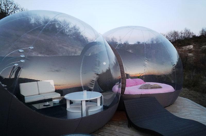les gouttes d 39 eau nuit dans une bulle. Black Bedroom Furniture Sets. Home Design Ideas