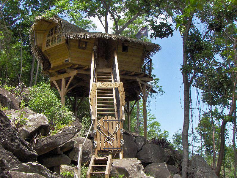 Habitation getz cabanes perch es en guadeloupe hotels - Cabane dans les arbres avec jacuzzi sud ouest ...