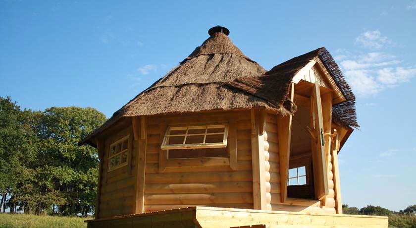 chalet nordique au dihan cabane insolite en bretagne. Black Bedroom Furniture Sets. Home Design Ideas