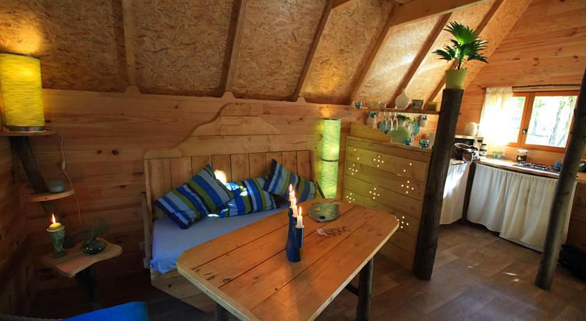 le nid dans les bruy res cabane sur pilotis en picardie. Black Bedroom Furniture Sets. Home Design Ideas
