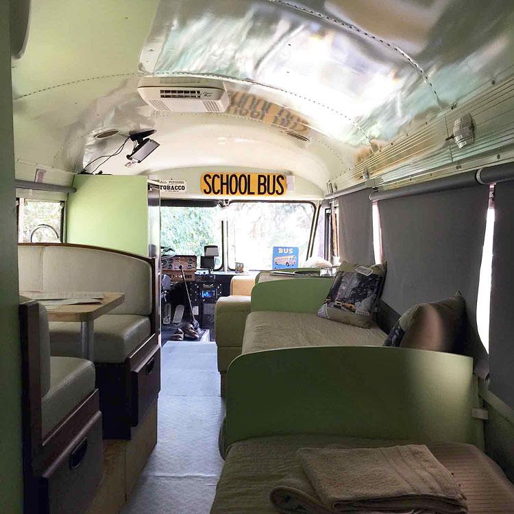 Le school bus de la grande lauzade chambre insolite dans for Chambre insolite