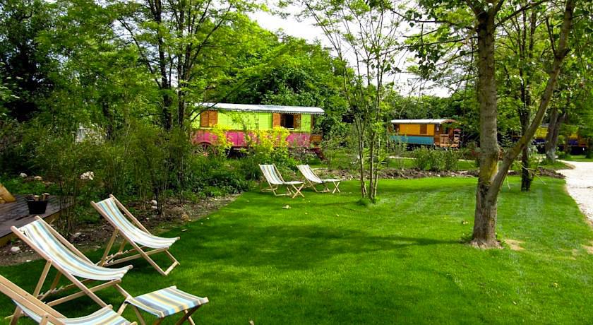 family ecolodge week end insolite en famille proche de. Black Bedroom Furniture Sets. Home Design Ideas