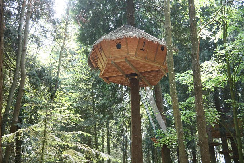 cabanes tyroliennes cabane dans les arbres en ille et vilaine hotels. Black Bedroom Furniture Sets. Home Design Ideas
