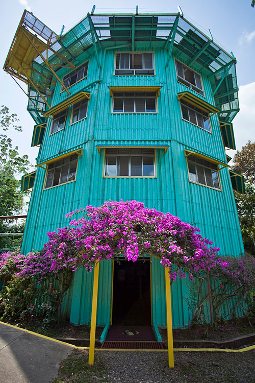 Canopy tower h bergement insolite au panama hotels for Hotel insolite
