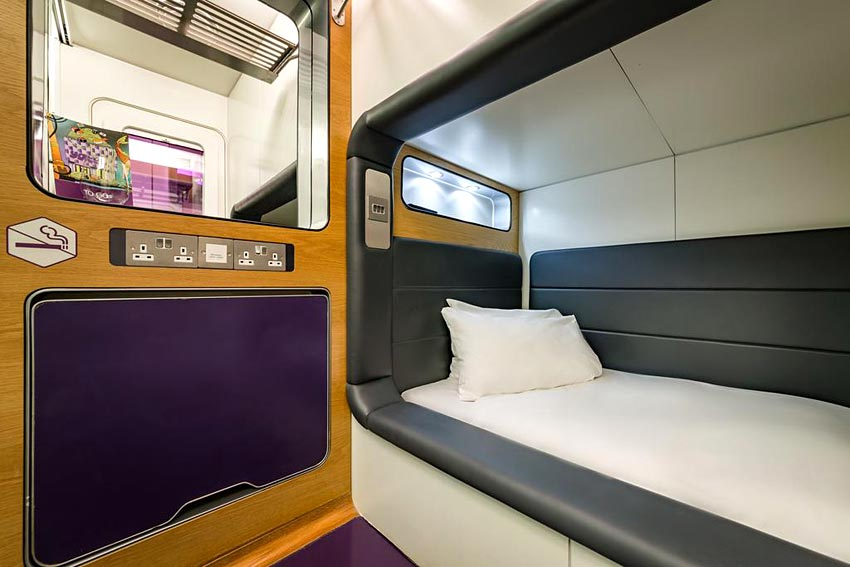 yotel capsule hotel sur l 39 a roport de londres heathrow. Black Bedroom Furniture Sets. Home Design Ideas