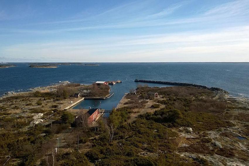 kylm pihlaja lighthouse dormir dans un phare sur la baltique. Black Bedroom Furniture Sets. Home Design Ideas