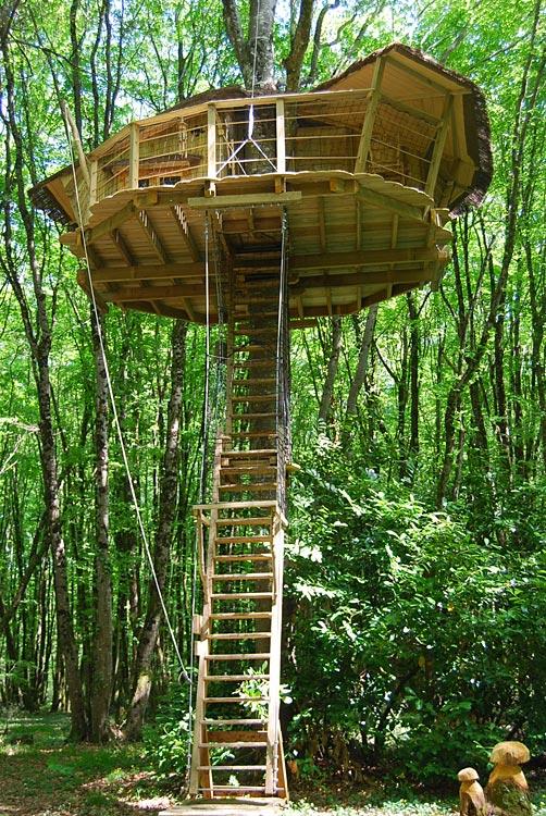 parc de la belle cabane dans les arbres en poitou charentes hotels. Black Bedroom Furniture Sets. Home Design Ideas