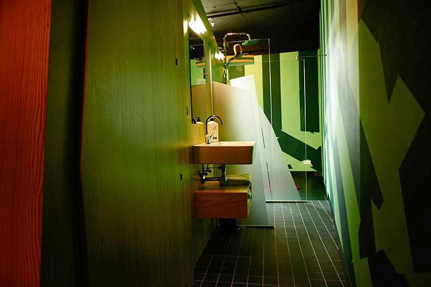 volkshotel amsterdam hotel design industriel. Black Bedroom Furniture Sets. Home Design Ideas
