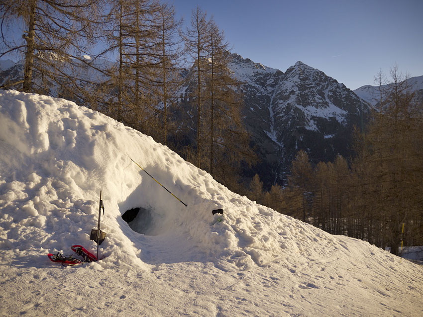 igloo r allon dormir dans un igloo dans les hautes alpes. Black Bedroom Furniture Sets. Home Design Ideas