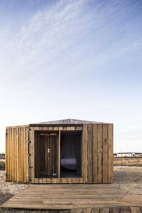 cabanas no rio cabane de p cheur au portugal hotels. Black Bedroom Furniture Sets. Home Design Ideas