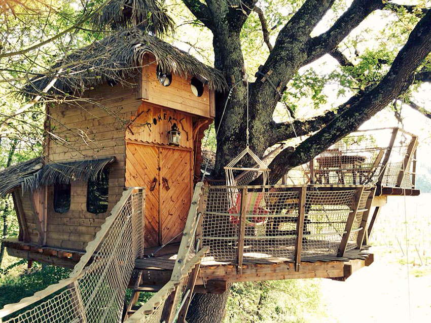 cabanes de la romaningue h bergements insolites dans le. Black Bedroom Furniture Sets. Home Design Ideas