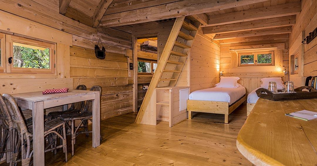 les cabanes dans les bois cabane dans les arbres proche de carcassonne hotels. Black Bedroom Furniture Sets. Home Design Ideas
