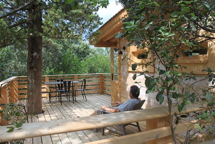 les cabanes dans les bois cabane dans les arbres proche. Black Bedroom Furniture Sets. Home Design Ideas