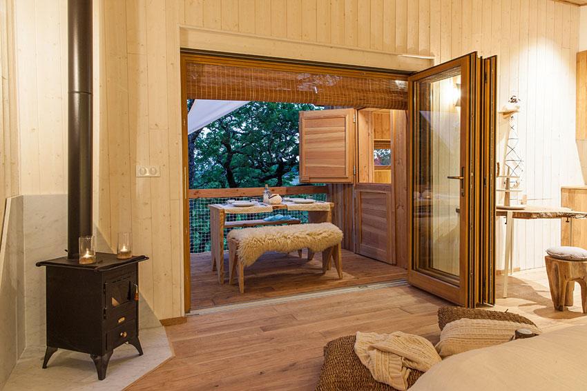 pella roca cabane spa dans les arbres. Black Bedroom Furniture Sets. Home Design Ideas