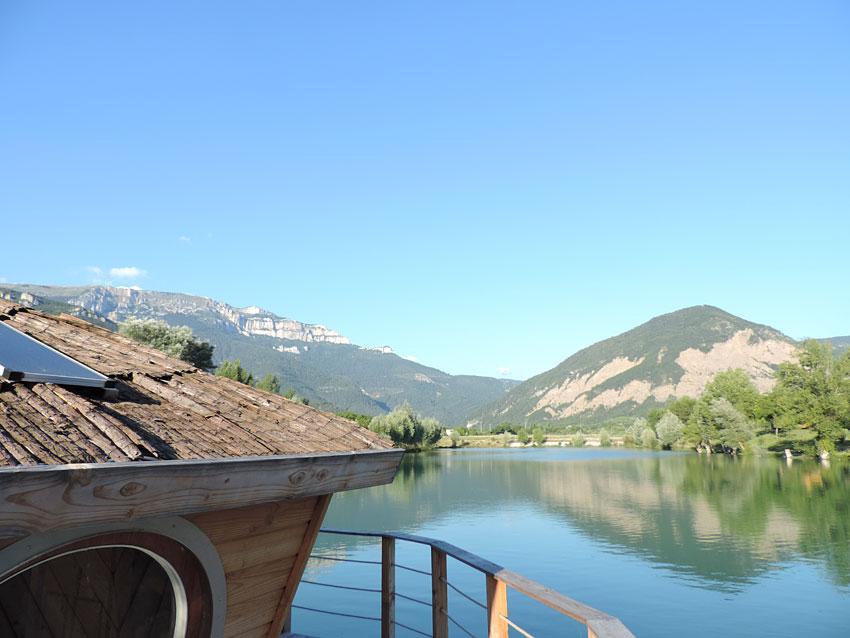 Vivacamp le lac bleu h bergements insolites en pays for Hotels insolites