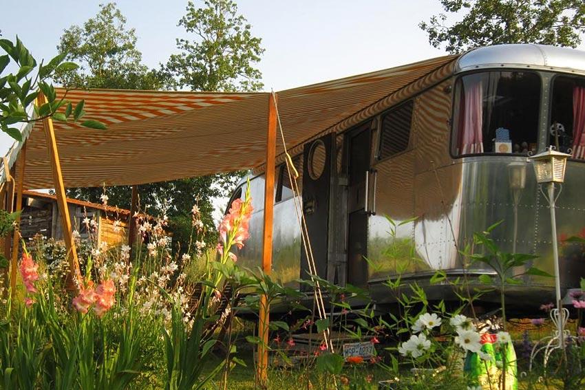 belrepayre airstream retro trailerpark dormir dans une. Black Bedroom Furniture Sets. Home Design Ideas