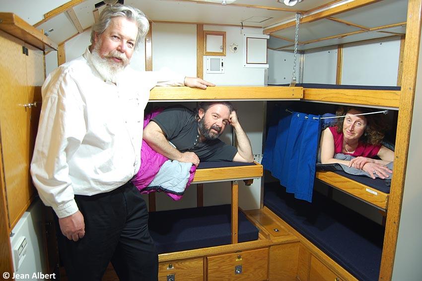 ncsm onondaga dormir dans un ancien sous marin. Black Bedroom Furniture Sets. Home Design Ideas