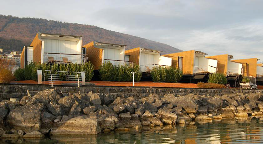 Hotel palafitte hotel insolite sur le lac de neuch tel for Hotel insolite