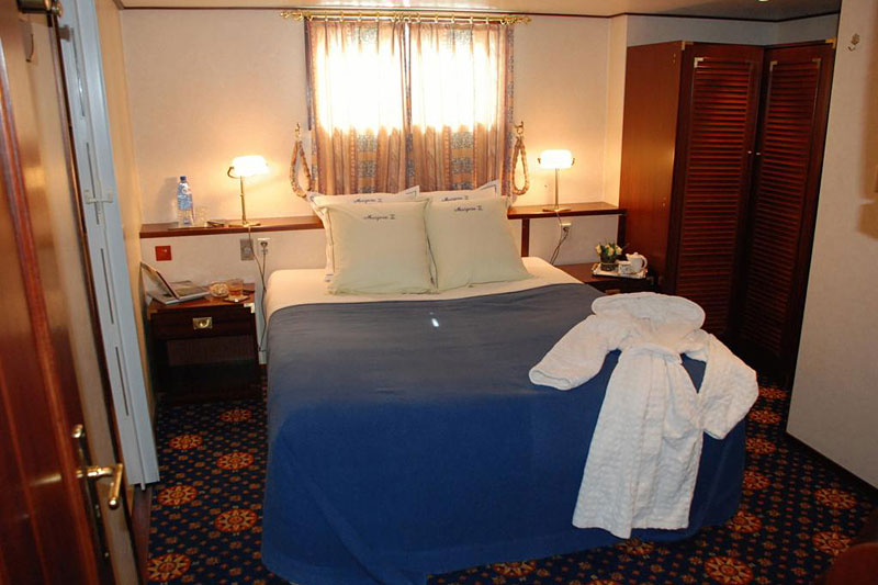 marjorie ii h bergement insolite dans le port d 39 anvers hotels. Black Bedroom Furniture Sets. Home Design Ideas