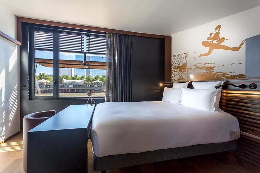 off paris seine h tel flottant paris hotels. Black Bedroom Furniture Sets. Home Design Ideas
