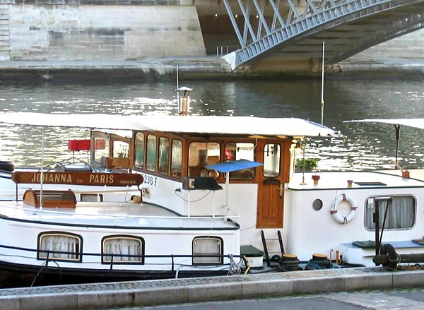 bateau johanna chambre d 39 hotes sur une p niche paris. Black Bedroom Furniture Sets. Home Design Ideas