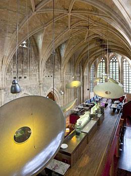 kruisherenhotel dormir dans un ancien couvent maastricht. Black Bedroom Furniture Sets. Home Design Ideas