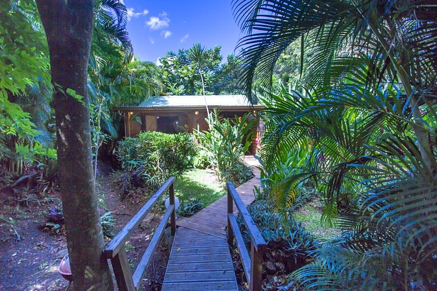 jardin des colibris lodge  cabane en guadeloupe