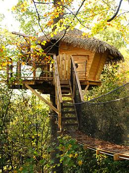 sur un arbre perch cabane dans les arbres au ch teau des enigmes. Black Bedroom Furniture Sets. Home Design Ideas